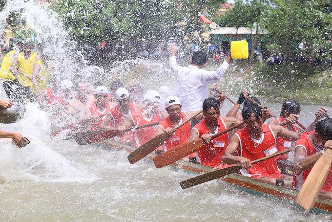 Hội đua thuyền trên quê hương Đại tướng Võ Nguyên Giáp