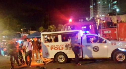 Xe cảnh sát tại hiện trường vụ nổ chợ đêm trên phố Roxas. Ảnh: