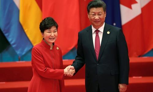 Chinese President Xi Jinping shakes hands with South Korean President Park Geun-hye during the G20 Summit in Hangzhou, Zhejiang province, China September 4, 2016. REUTERS/Damir Sagolj