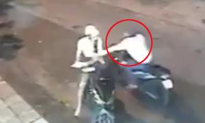 Tên cướp giật hụt iPad vì nam thanh niên cảnh giác