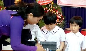 Lễ khai giảng của học sinh khiếm thị ở Sài Gòn