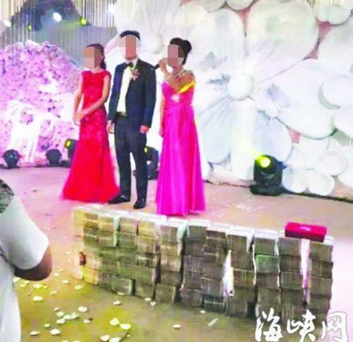 Đúng ngày cưới, nhà trai chơi sốc mang hẳn 20 tỷ tiền mặt tặng cô dâu, cứ thế này lại tình cảm
