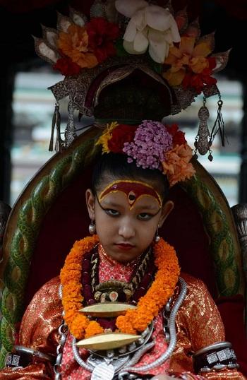 nu-than-song-duoc-nguoi-nepal-tho-phung