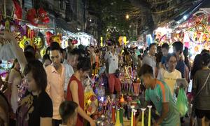 Hàng nghìn người lên phố cổ mua sắm đón Trung thu