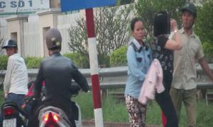 Dàn cảnh móc điện thoại trước cổng bệnh viện Bạch Mai