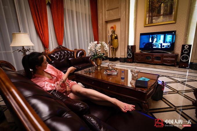 Mỹ nữ sống thử trong chung cư hạng sang ở Trung Quốc