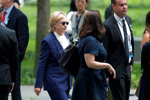 Bà Clinton đến dự sự kiện tại Đài Tưởng niệm Quốc gia 11/9 ở New York. Ảnh: Reuters.