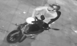 Trộm bẻ khóa Air Blade, không nổ được máy phải dắt bộ