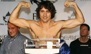 Thông điệp đằng sau hình ảnh ngực trần của Thủ tướng Canada
