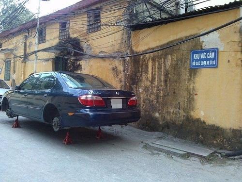 Chủ xe phải khóc thét với cách trừng phạt bá đạo này.