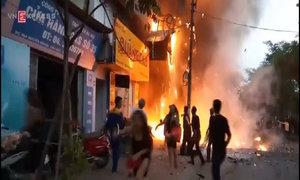 Hàng chục người tháo chạy khỏi đám cháy ở quán karaoke