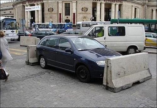 Chủ nhân chiếc xe này sẽ rất vất vả nếu muốn thoát được thế trận này.
