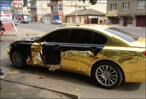 Hậu quả khi đỗ xe vô duyên tại Nga.
