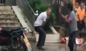Màn đấu múa quyền gây cười trên mạng xã hội Trung Quốc