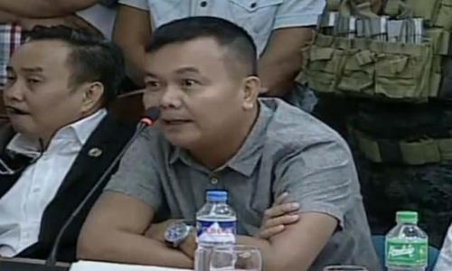 Cựu thiếu tá cảnh sát Rodolfo Magleo làm chứng trước Ủy ban Tư pháp Hạ viện Philippines. Ảnh: Inquirer