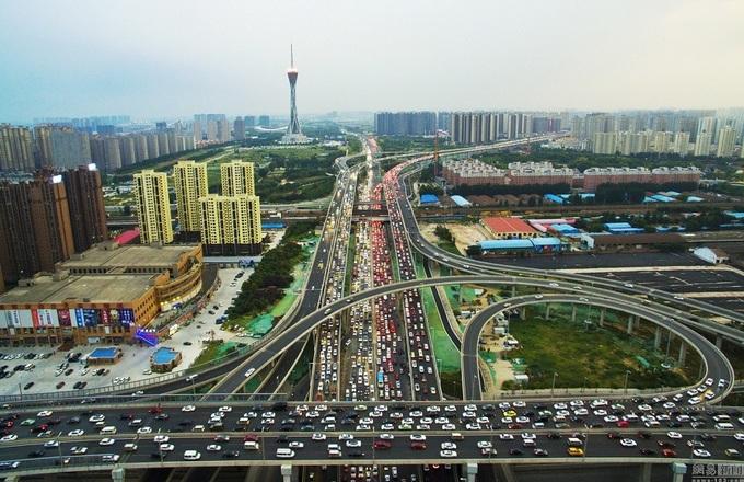 Cầu 100 triệu đô gây tắc đường thêm ở Trung Quốc