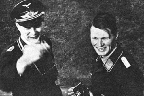 Anh em kỹ sư Đức Reimar và Walter Horten cha đẻ của oanh tạc cơ Horten 2-29. Ảnh: History