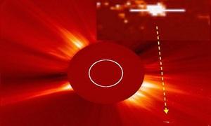 Vật thể 4 cánh nghi là tàu vũ trụ hút năng lượng Mặt Trời