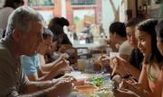 Đầu bếp Mỹ thưởng thức bún 'mắng' ở Hà Nội