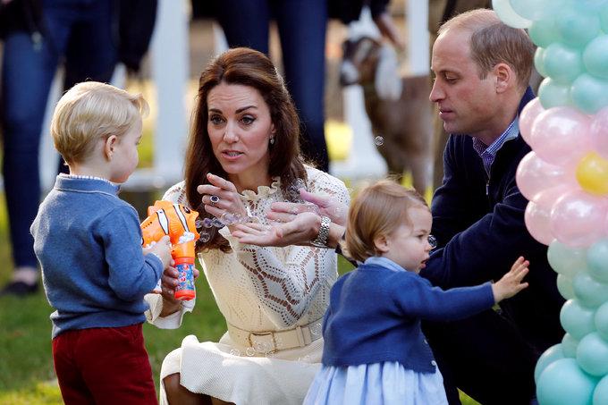 Hoàng tử, công chúa Anh vui chơi ở Canada