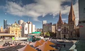 Đôi vợ chồng trẻ khám phá Melbourne