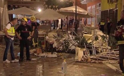 Hiện trường vụ nổ ở quán cafe tạiVelez-Malaga. Ảnh: Reuters