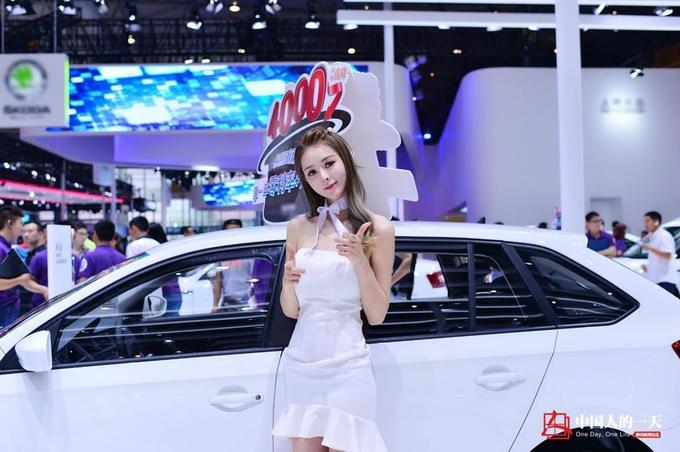 9x Trung Quốc kiếm đủ tiền tậu xe hơi nhờ nghề PG xe hơi