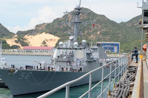 Tàu khu trục tên lửa dẫn đường USS John S. McCain ghé thăm Việt Nam. Ảnh:Mary Tarnowka