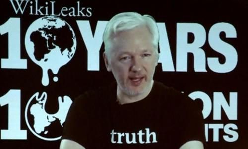 Người sáng lập WikiLeaks Julian Assange. Ảnh: Reuters.