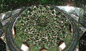 Bên trong lăng mộ đẹp như một viên kim cương ở Iran