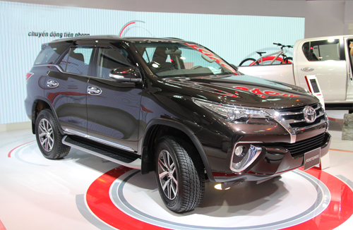 toyota-fortuner-the-he-moi-ra-mat-thi-truong-viet
