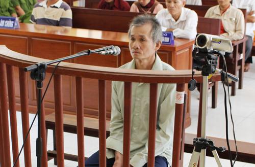 Tại phiên tòa, người đàn ông 68 tuổi khai mình giết chết tình nhân trẻ vì ghen tuông. Ảnh: Phúc Hưng