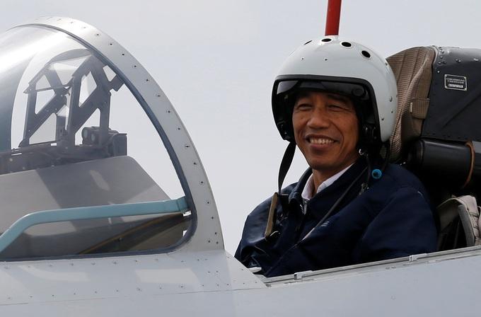 Tổng thống Indonesia lên chiến đấu cơ Sukhoi ở Biển Đông