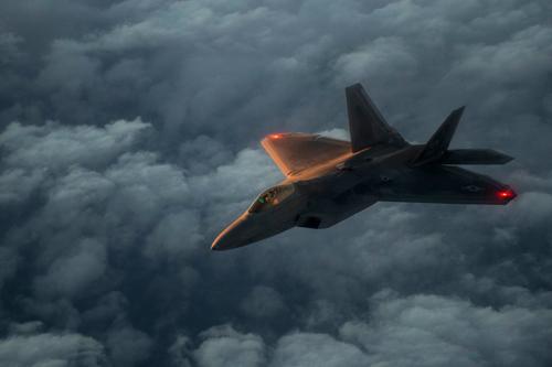 Tiêm kích tàng hình thế hệ 5 F- 22 Raptor của Mỹ. Ảnh: USAF.