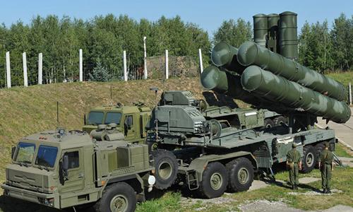 Một tổ hợp tên lửa phòng không tầm xa S-400 của Nga. Ảnh: Sputnik