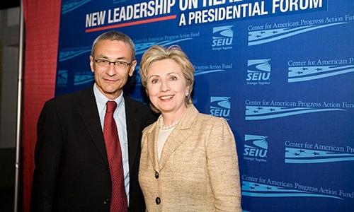 Ông John Podesta có nhiều năm làm bạn với nhà Clinton. Ảnh: Openmind TV.
