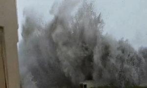 Nước lũ 2,5 mét cuồn cuộn trong phố cổ Mỹ vì bão