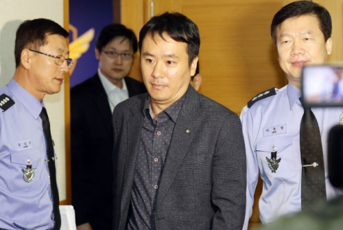 Ju Gi-chung, Chinas deputy consul-general to Seoul, at the Central Regional Headquarters of Korea Coast Guard in Incheon on Sunday (Yonhap)