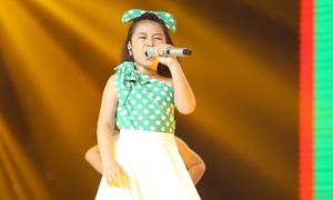 Nguyễn Hoàng Mai Anh hát 'Đường cong'