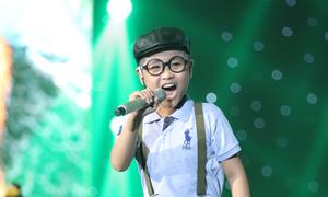 Trịnh Nhật Minh hát 'Bác làm vườn và con chim sâu'