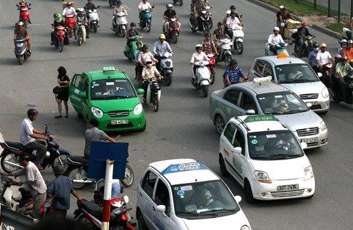 500-tai-xe-taxi-bi-phat-do-chay-xe-lien-tuc-tren-4-gio