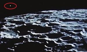 Những vệt sáng nghi là UFO trên Mặt Trăng
