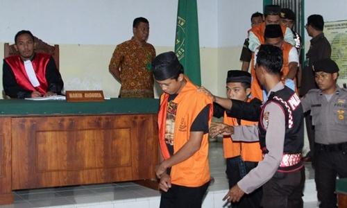 Phiên tòa xử một vụ hiếp dâm ở Indonesia. Ảnh: Reuters.