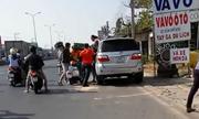 Nhóm phượt thủ ép ôtô Fortuner vào lề, đánh hội đồng tài xế