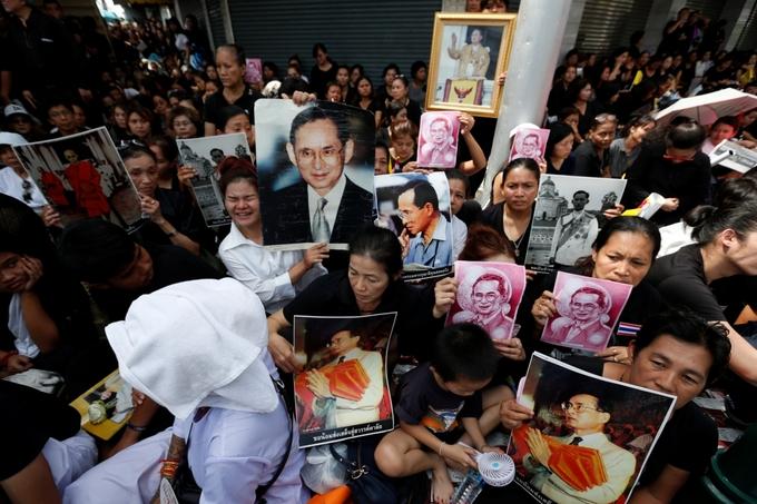 Linh cữu Quốc vương Thái Lan được đưa tới Hoàng cung