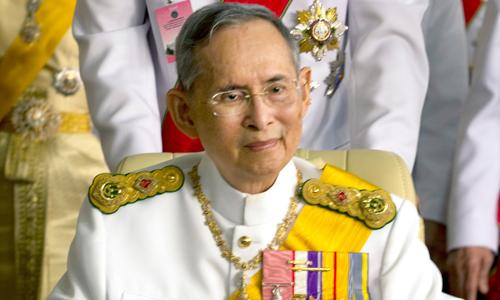 vi-sao-quoc-vuong-thai-lan-duoc-nguoi-dan-yeu-quy-het-muc-2