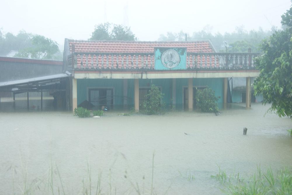 Province drowns as non-stop rains, floods hit central Vietnam