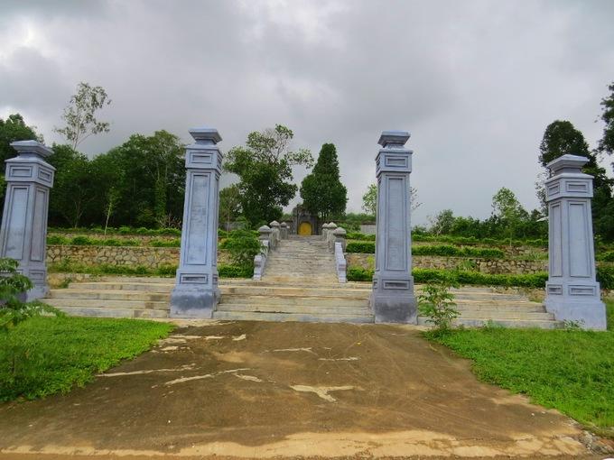 9 chúa nhà Nguyễn cùng an giấc nghìn thu ở một xã