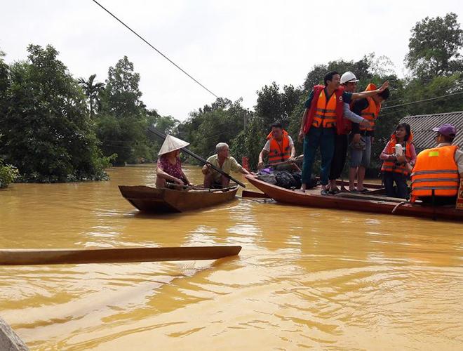 Cứu trợ lũ lụt ở Hà Tĩnh