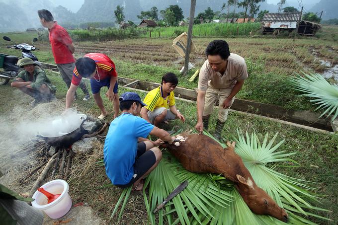 Rốn lũ Quảng Bình vẫn bị cô lập vì đường ngập 5m